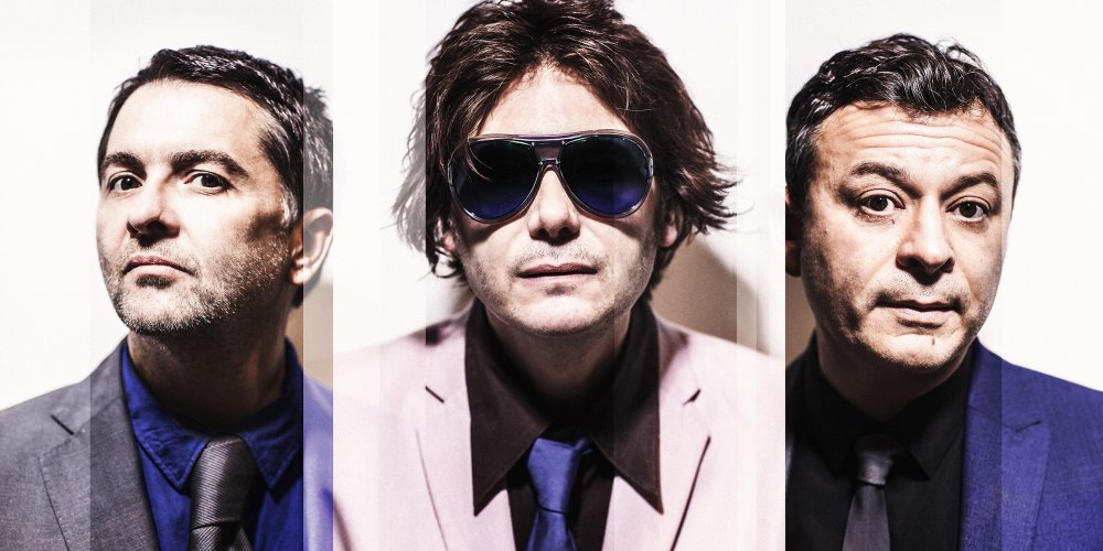 Manic Street Preachers Reveal Live Music Video For 'People Give In'